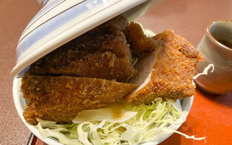 しらかば【長野県伊那市】丼に入りきらないソースかつ丼